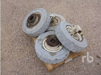Qty of 4 Tires for Boomlift - إطارات
